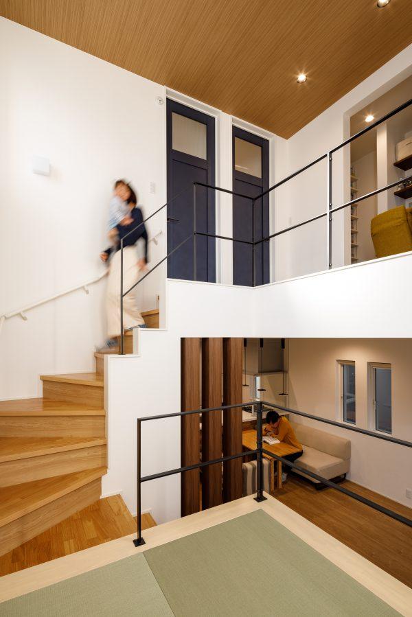 スキップフロアが楽しい、家事動線にもこだわった3階の家