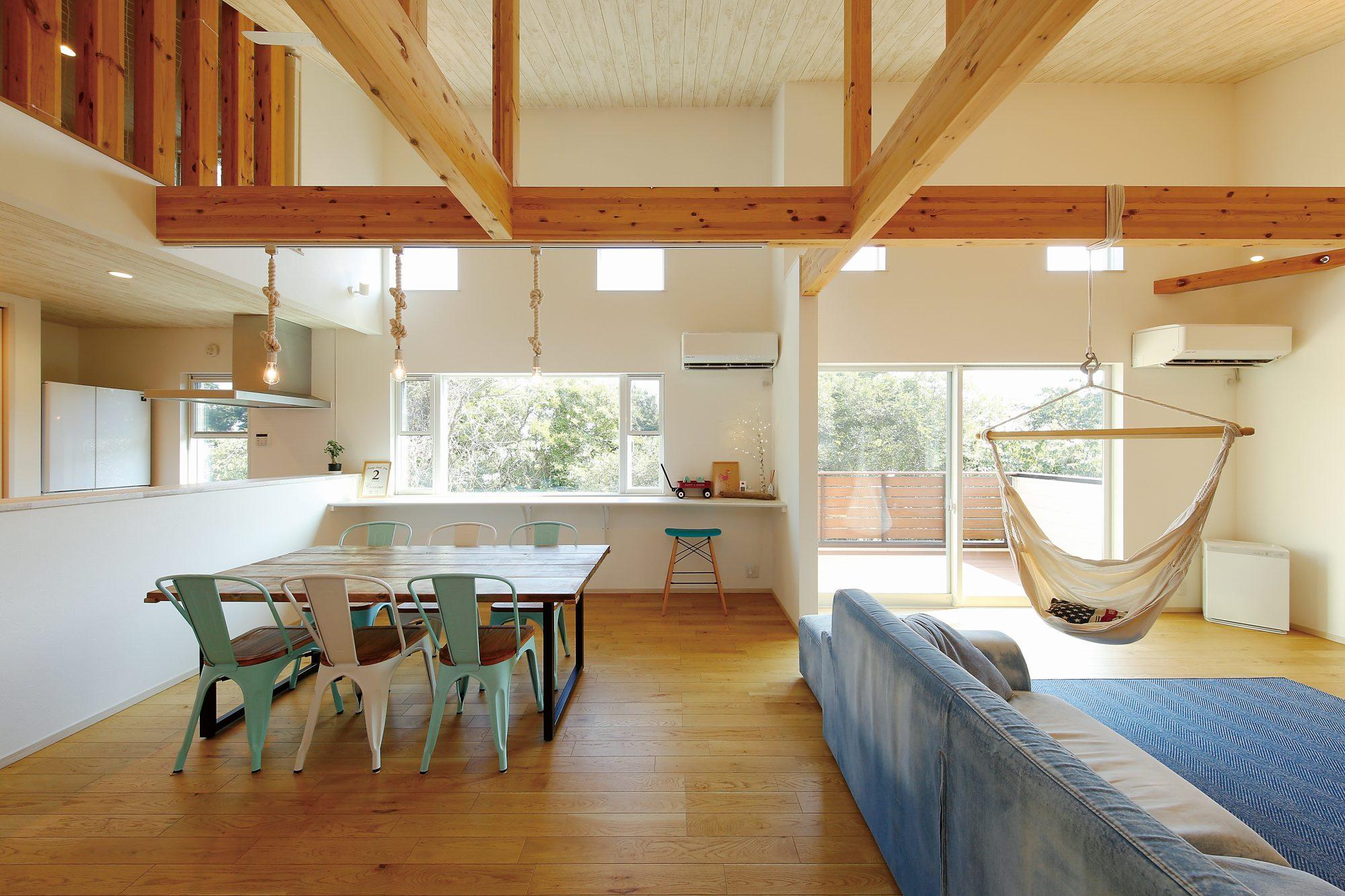 海と風を感じる暮らし。ハンモックとオープンテラスのある家